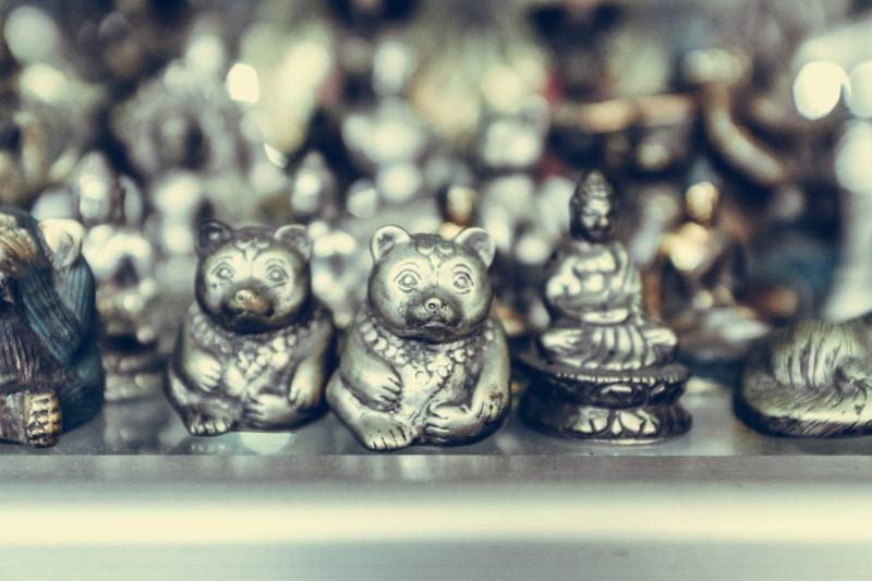 μικρά ασημένια αγαλματίδια
