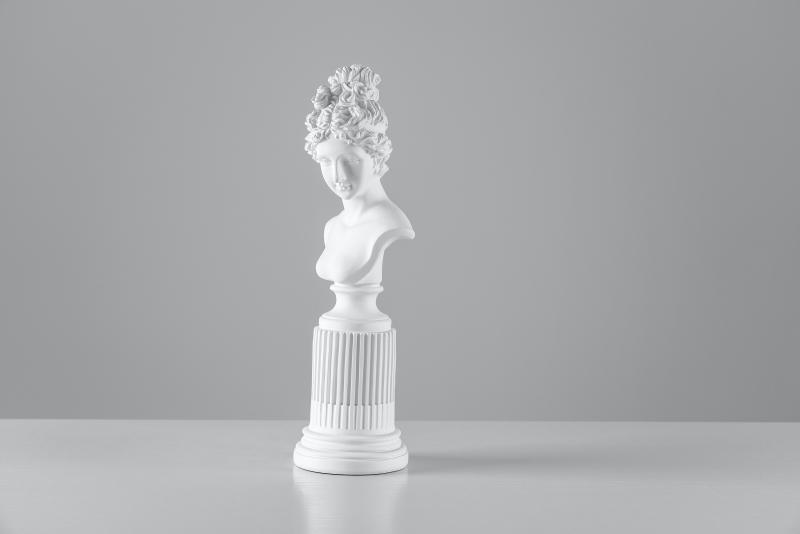 λευκό αρχαιοελληνικό άγαλμα