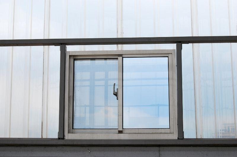 κουφωμα αλουμινιου σε κτήριο