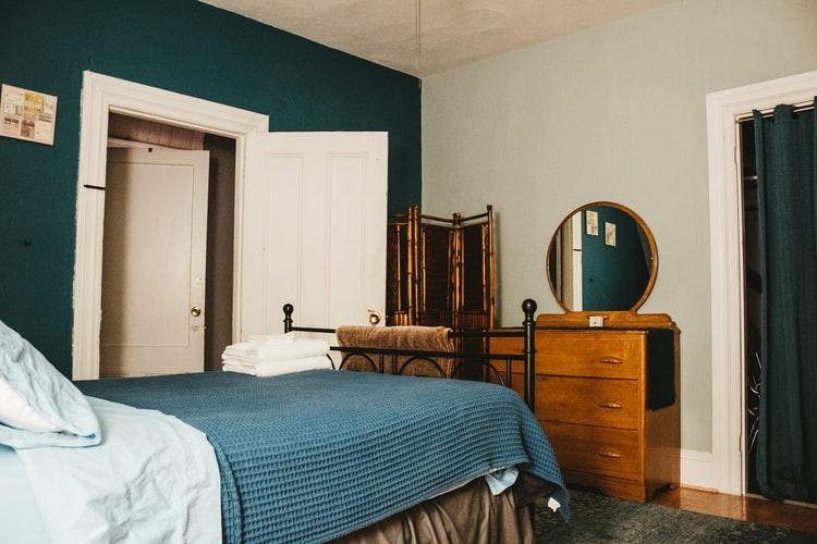 Κρεβατοκάμαρα Μεταλική Με ξύλο