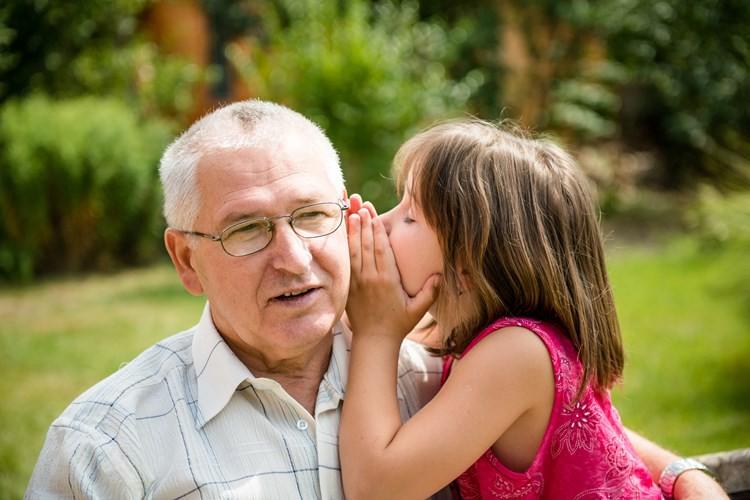 Παππούς και εγγόνι μιλούν